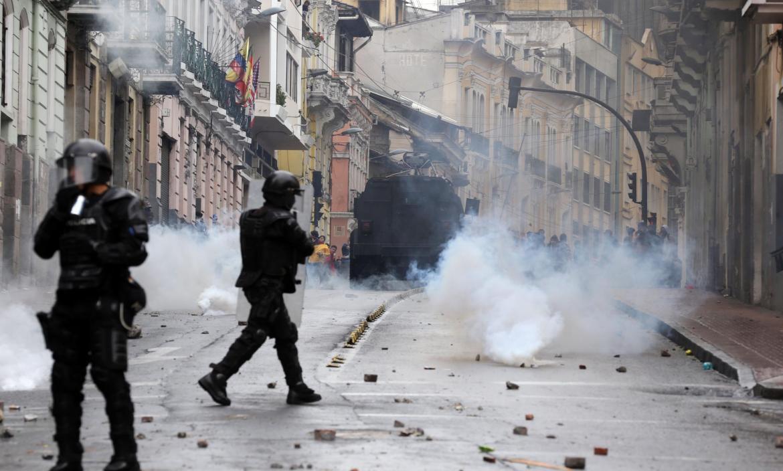 PROTESTAS Y SAQUEOS ANTE EL ANUNCIO DE LAS MEDIDAS ECONÓMICAS APLICADAS POR EL GOBIERNO ECUATORIANO