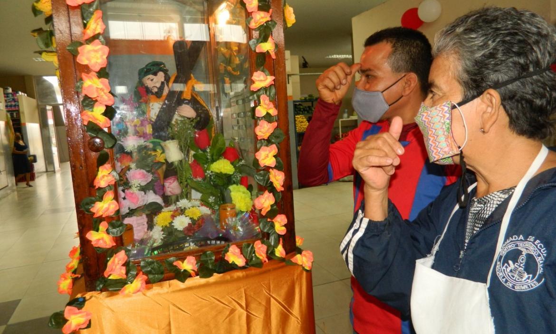 thumbnail_PLAYAS, LUIS CHAVEZ Y CELESTE ZUMBA SE PERSIGNA AL IMGRESAR A SUS LOCALES DE VENTA