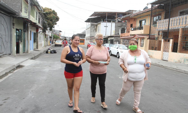 Las mascotas de las moradoras Wendy Sáenz, Maribel Carranza y Edna Macías murieron envenenadas la última semana de agosto.