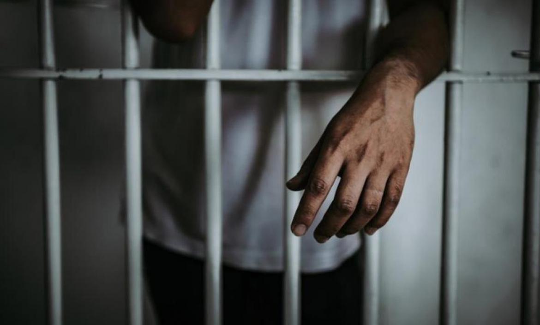 El hombre es condenado a 2 años y medio de prisión.
