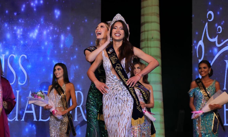 Cristina Hidalgo corona a la nueva Miss Ecuador, Leyla Espinoza.