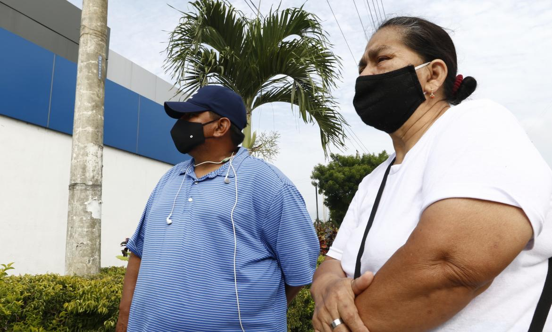 Julio Cabrera (papá) y Lupe Tenesaca (abuela) de Daniel Cabrera lamentan su partida.