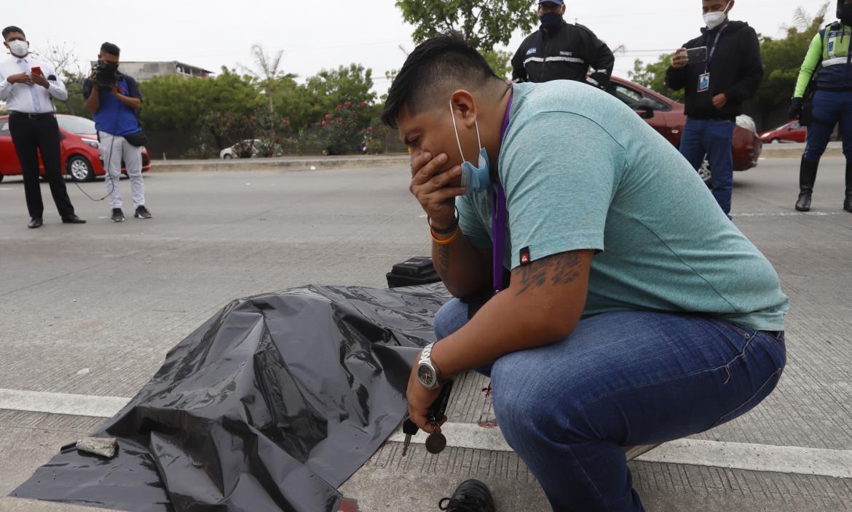 El nieto de la víctima levantó el plástico que cubría el cadáver para constatar que se trataba de su ser querido.