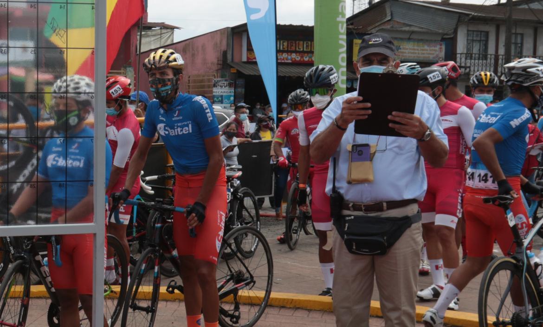 Vuelta-Ciclística-Ecuador-competencia-comisario-UCI