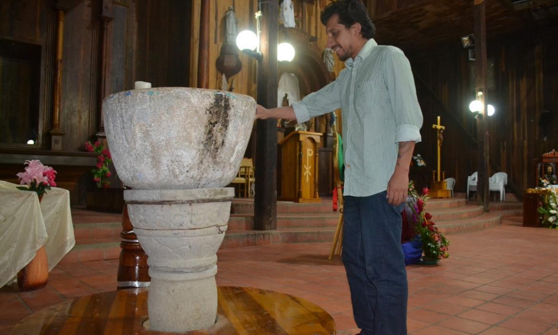 thumbnail_la pila ubicada en la iglesia de Colonche es una de las tantas reliquias