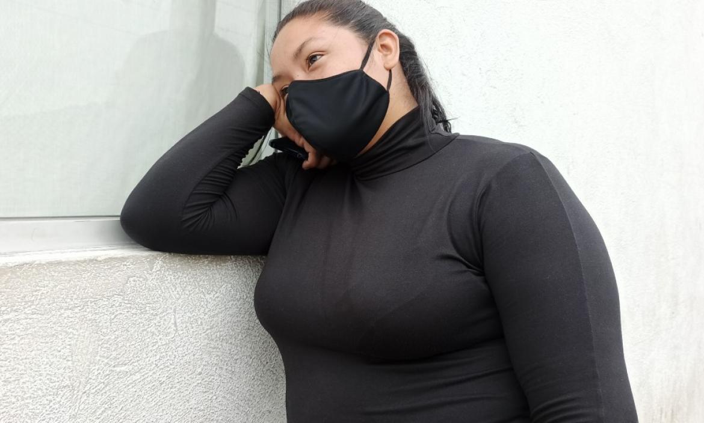 Mayra Alvarado y su progenitora realizaban los tramites para retirar los restos de su ser querido.