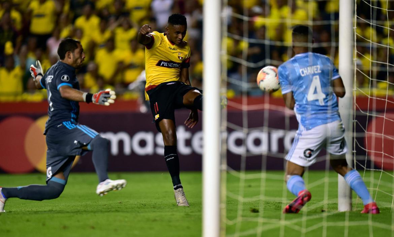 Fidel-Martínez-goleador-Copa-Libertadores-Barcelona