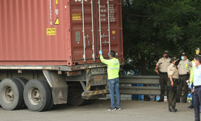 Un trailer fue asaltado en la madrugada de hoy, el conductor Manuel Galarza fue secuestrado por más de 3 horas.
