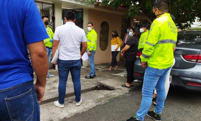 El miércoles Fiscalía y Policía realizaron un peritaje en el inmueble donde fue asesinada la chica.