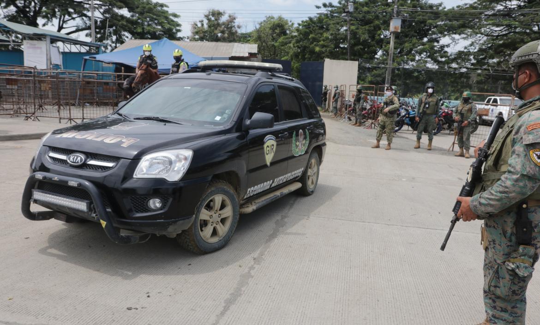 Unidades tácticas de la Policia y militares llegaron a la cárcel porteña.