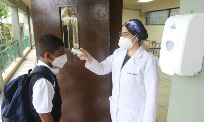 Empezaron las clases presenciales en algunos colegios de Guayaquil.