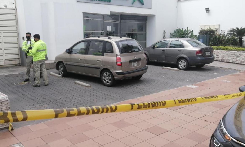 La víctima fue baleada en el sector de Urdesa, norte de Guayaquil.