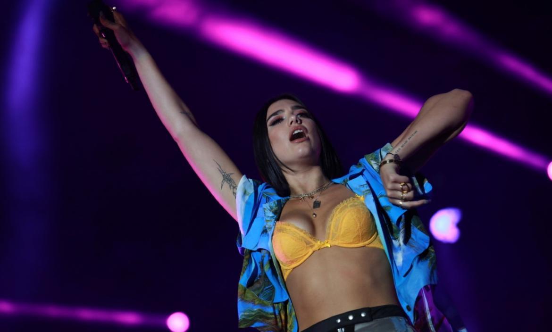 Dua Lipa se convierte en la artista más escuchada en Reino Unido.