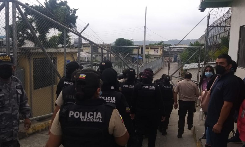 La generala Tannya Varela informó que los objetos fueron encontrados en lámparas de uno de los pabellones
