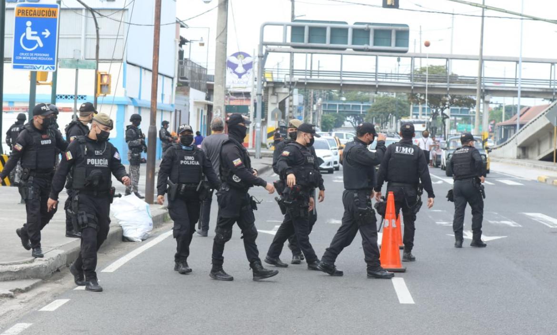 Diferentes unidades de la Policía Nacional realizan controles. En la acción también participan comandos con armas de grueso calibre