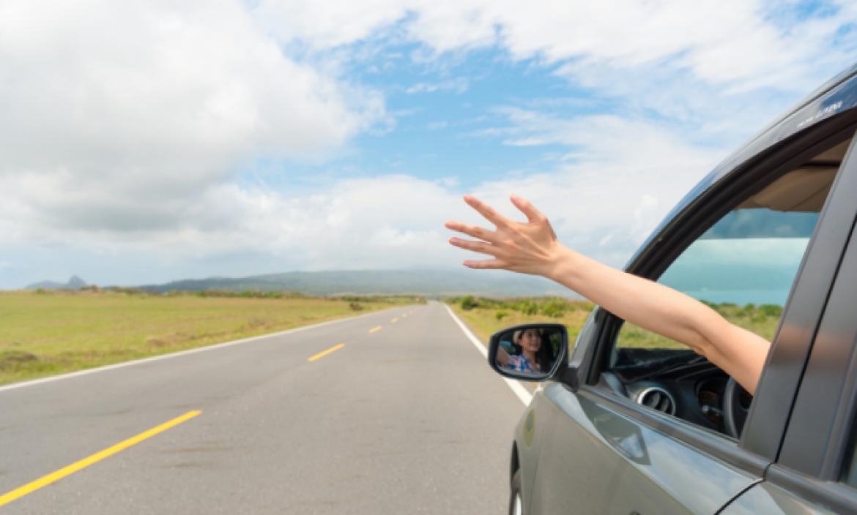 Puede parecer obvio, pero asegúrate de que tu vehículo tenga sus documentos en regla, permisos, matrícula y tu licencia de conducir vigente.