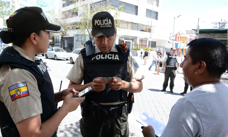 Referencial. 950 policías estarán disponibles para controlar el orden por las fiestas de Guayaquil.
