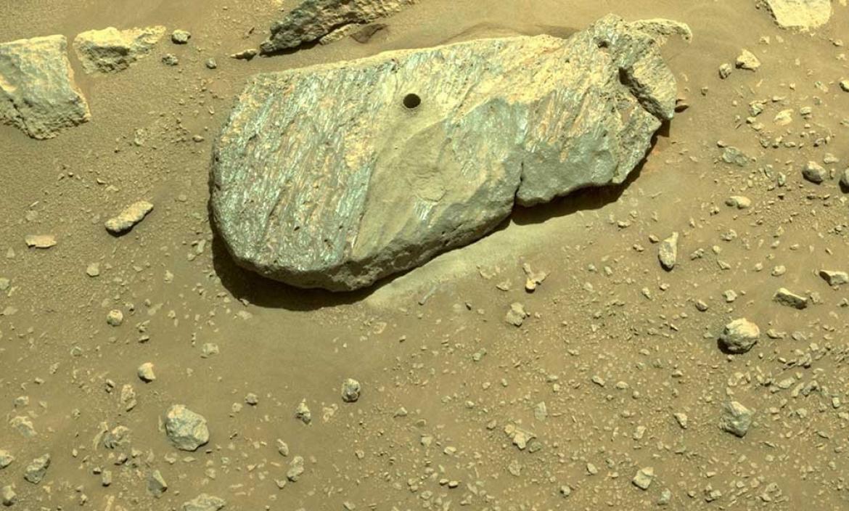 La primera roca extraída en Marte por el rover Perseverance.
