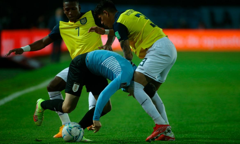 Ecuador saca un empate ante Uruguay en el primer tiempo.