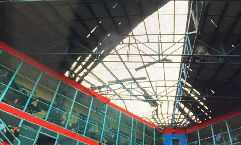 Así quedó el techo del área de máxima seguridad en la Cárcel Regional de Guayaquil.
