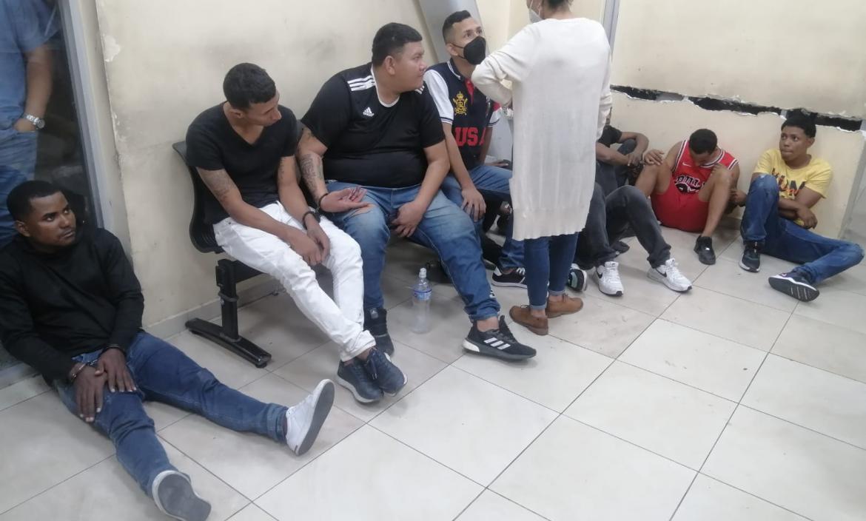 Diez presuntos asaltantes fueron detenidos por la Policía. Cuatro de ellos tienen boleta de captura.