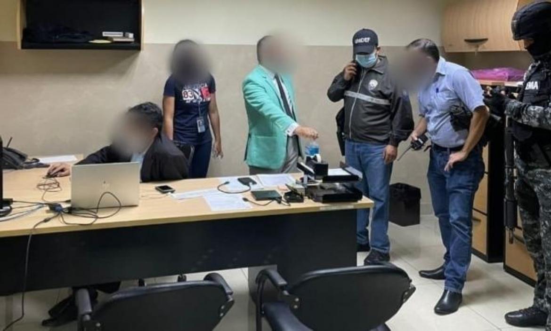 Guayas. La Policía se incautó de documentos y dispositivos electrónicos en el allanamiento.