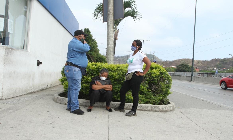 Desconsolada Bella Guerrero llora la muerte de su hija Bella Jamileth Vargas.
