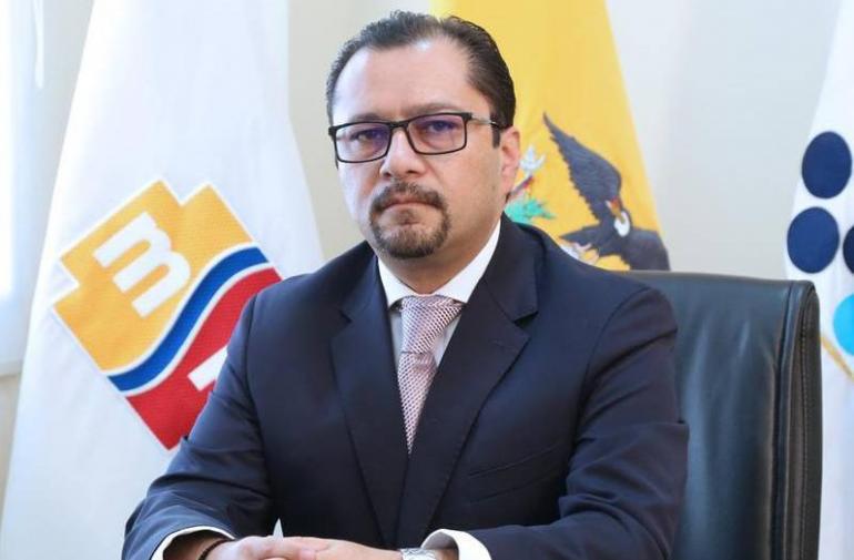 Falconí sale del Ministerio de Salud.