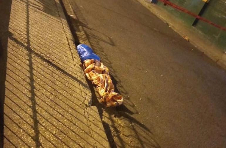 La mujer fue hallada dentro de dos sacos junto a un parque en el suburbio de Guayaquil.