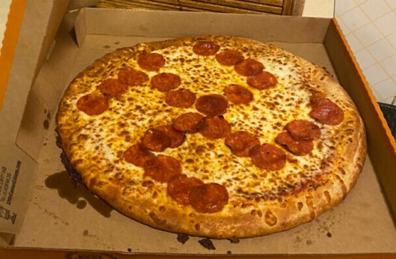 pizza-nazi-esvastica-indignacion