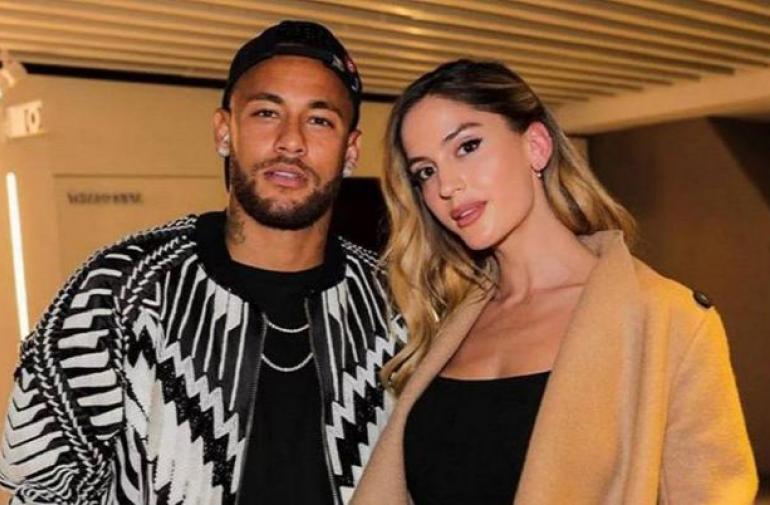 La novia del astro brasileño Neymar publicó fotos de infarto.