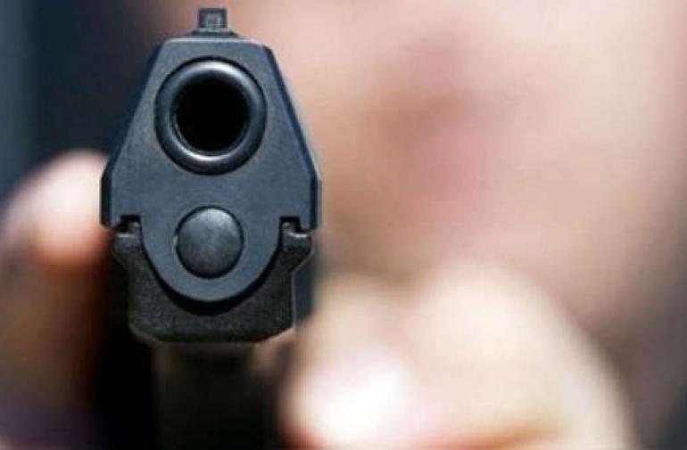 La víctima recibió tres impactos de bala en la cabeza.