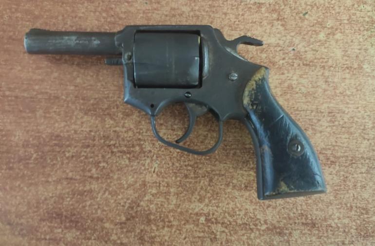 arma incautada a adolescentes