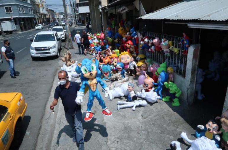 Ya arrancó la venta de los monigotes en Guayaquil.