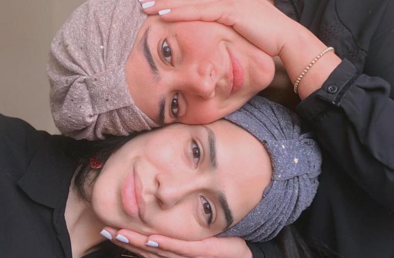 michela y hermana