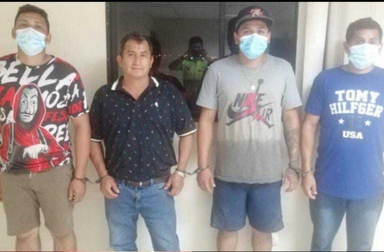 Los sospechosos fueron detenidos la noche del pasado miércoles en la vía El Triunfo-Guayaquil.