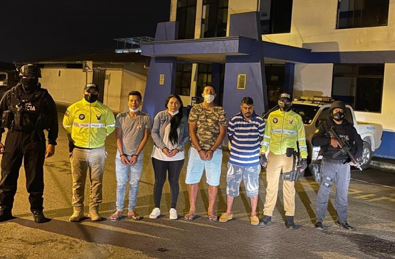 Los cuatro sospechosos fueron puestos a órdenes de las autoridades.