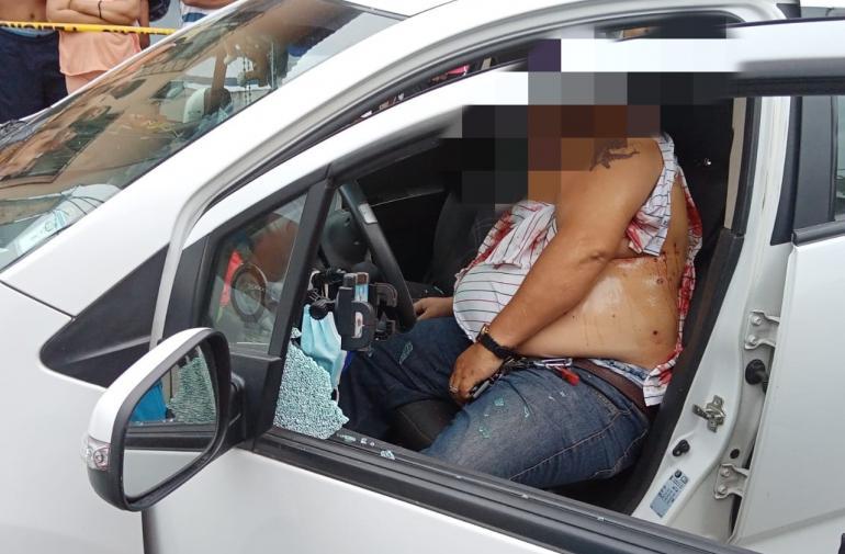 La víctima estaba en su carro cuando fue baleado.