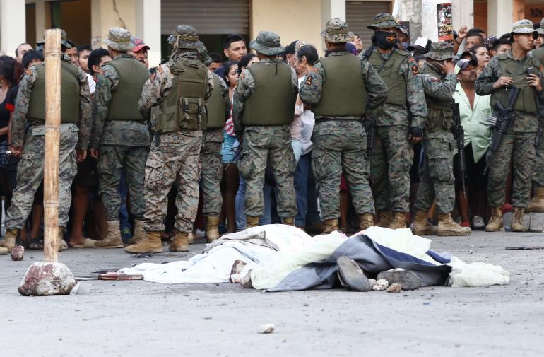 En el linchamiento habrían participado alrededor de 2.000 personas informaron las autoridades.