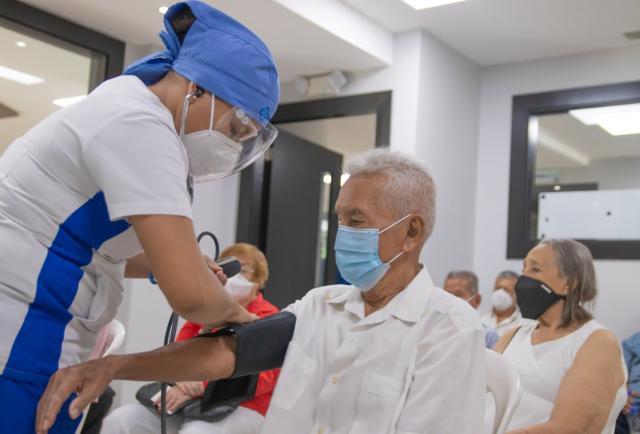 COVID-19: Ecuador sumó 1.806 nuevos casos y acumula 21.153 decesos