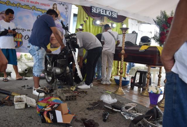 Sepultaron a motorizado accidentado en Quevedo