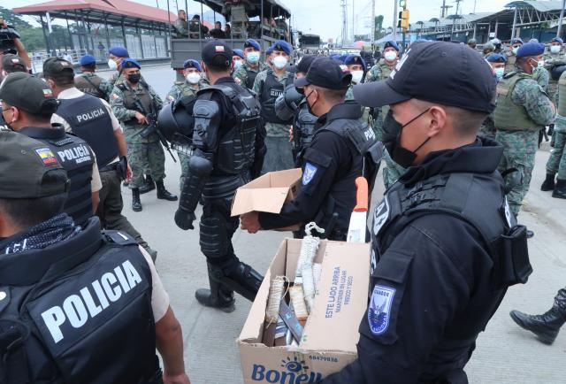 Policía ejecutó megaoperativo en la 'bahía Peni'