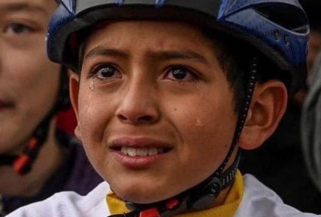 'Rueda muy alto, Julián', Egan Bernal llora la muerte de niño ciclista en Colombia