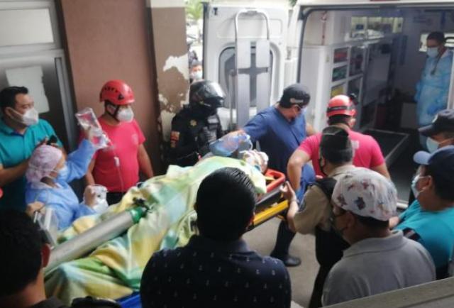 Caso agente macheteado: Entre policías buscan donantes de sangre para que salvarle la vida
