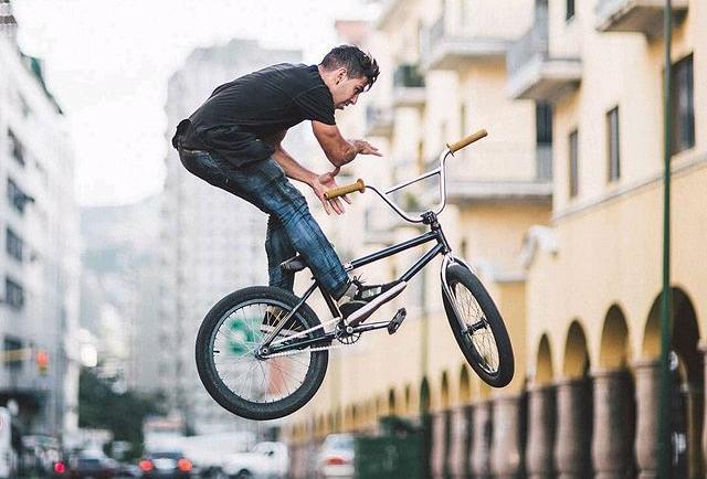Dentro de la villa olímpica buscan la bicicleta BMX que le robaron a deportista venezolano