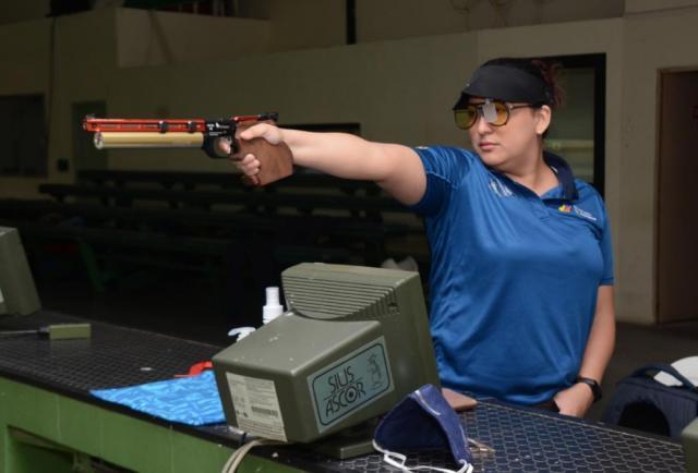 Marina Pérez, en zona de clasificación de tiro deportivo