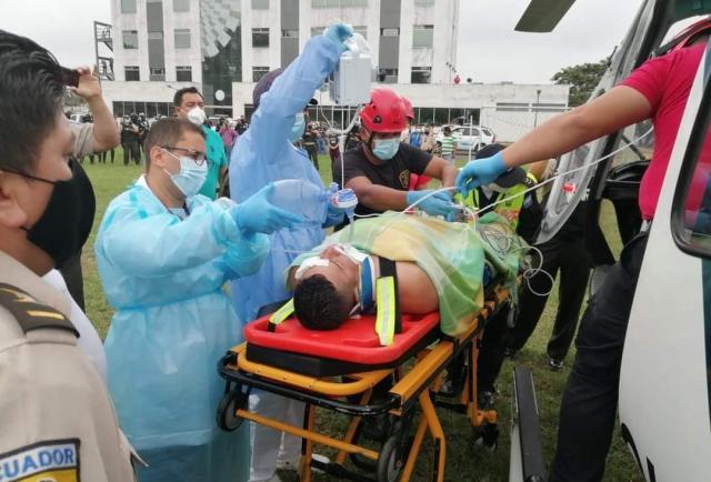 ¡Un respirador mantiene con vida al policía macheteado en Quevedo!