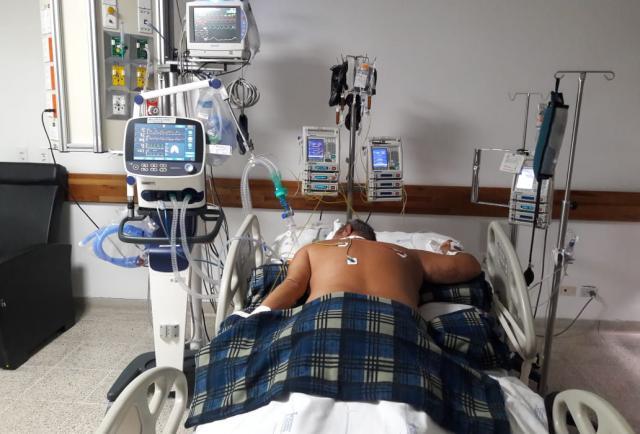 Covid-19: Colocar a pacientes boca abajo reduce la necesidad de intubarlos y su mortalidad