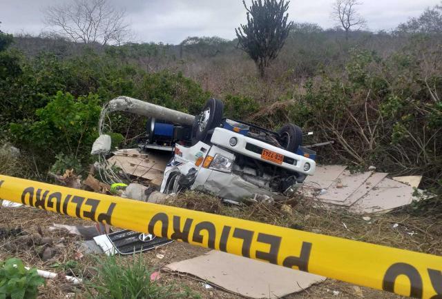 Manabí: ¡'Pelona' rodó por las vías!