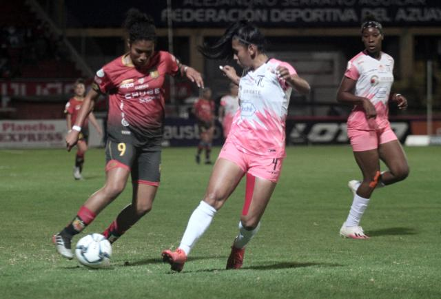 Superliga femenina, muy lejos de ser profesional